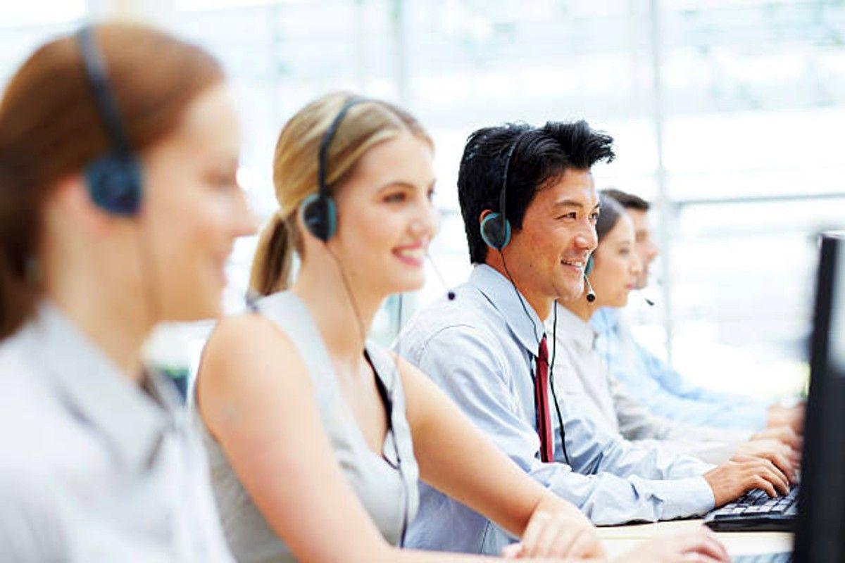 telefonsäljare som ringer sina kunder